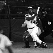 Hank Aaron Breaks Home Run Record