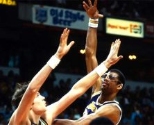Kareem Abdul-Jabbar Breaks Scoring Record